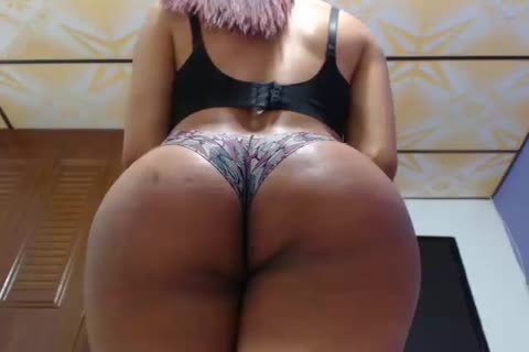 fine shemale With large butt