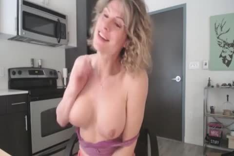 My favorite curly blond mother I'd like to nail Pulls Out A Load