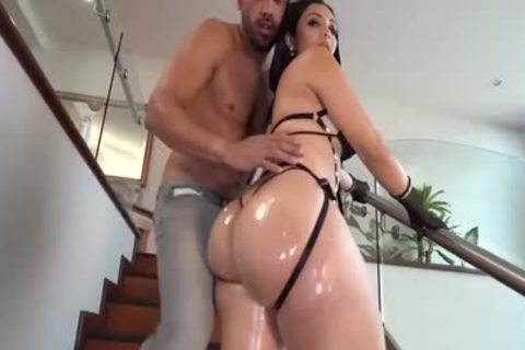 THICC enormous booty latina ladyboy gets boned unprotected
